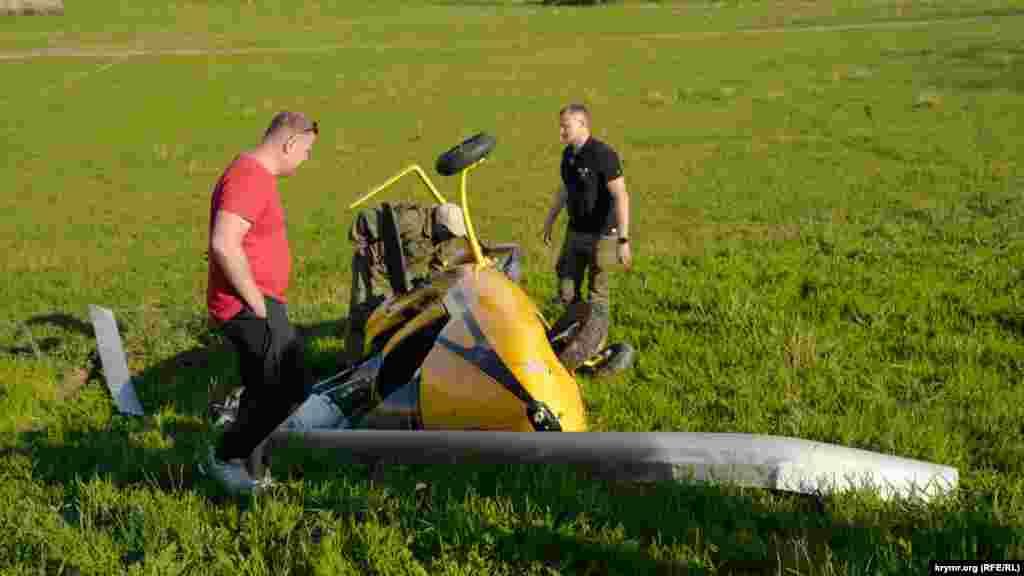 Спустя примерно полтора часа все полеты над Белой скалой пришлось прекратить из-за этого инцидента – падения гироплана. К счастью, никто не пострадал