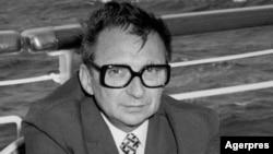 """Gen. Ion Mihai Pacepa, șeful Direcției de Informații Externe a Securității, """"a defectat"""" în Occident în iulie 1978"""
