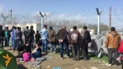 Бегалците мирно протестираат