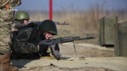 Що спонукає жінок іти в армію? (Відео)