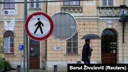 Се повеќе земји повторно воведуваат ограничувања на патувањата