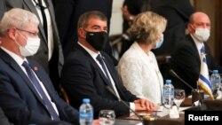 د اسراییل د بهرنیو چارو وزیر ګابي اشخېنازي د مصر د بهرنیو چارو وزیر سامح شوکري سره غونډه کې. ۲۰۲۱، ۳۰مه مې