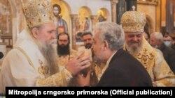 Premijer Crne Gore Zdravko Krivokapić tokom crkvenog obreda 28. februara