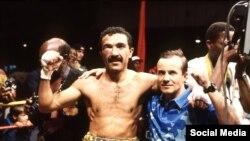 Орзубек Назаров дүйнө чемпиону титулун утуп алган кезди. 1993-жыл.