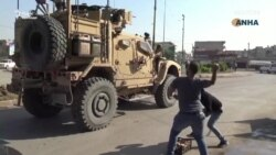 Картоплею і лайкою проводжали військових США з півночі Сирії – відео