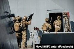 Украинско-британская сводная группа специальных операций отработала абордажные действия на британском эсминце Defender 22 июня 2021 года
