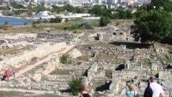 День археолога в Херсонесе: рыцарские бои и римские легионеры (видео)