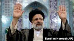 Ebrahim Raisi tokom glasanja na biralištu, Teheran (18. juni 2021.)