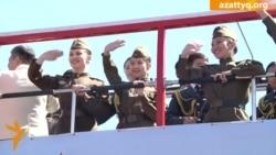 В Астане песни о «Великой победе» поют с автобуса
