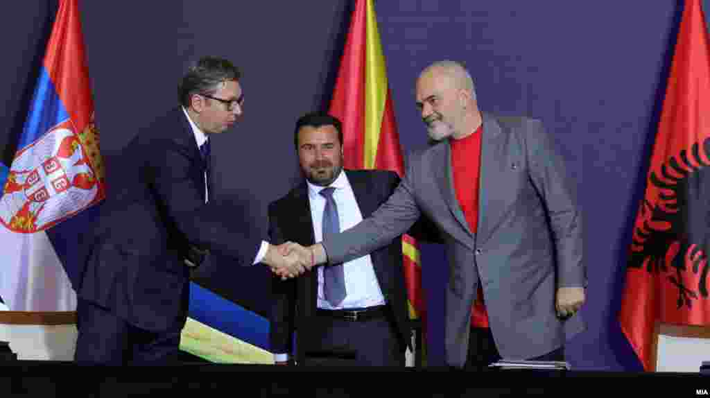 МАКЕДОНИЈА / СРБИЈА / АЛБАНИЈА - Годишнината од формирањето на регионалната иницијатива Мал Шенген, која оттогаш е преименувана во Отворен Балкан, се одбележа без присуство на тројца нејзини најголеми застапници - српскиот претседател Александар Вучиќ и премиерите на Албанија и Северна Македонија, Еди Рама и Зоран Заев.