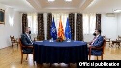 Илустрација, средба на премиерот Зоран Заев со лидерот на опозициската ВМРО- ДПММНЕ Христијан Мицкоски на 29 март 2021 година