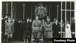 Gen.Antonescu, Regele Mihai, Regina-Mamă Elena, ambasadorul Germaniei la București, Manfred von Killiger în 1941. Killinger se va sinucide imediat la 23 august 1944, îngrozit că pierduse România.