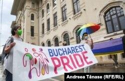 Protest organizat în București de asociația ACCEPT împotriva deciziei primarului general al capitalei, de a interzice anul acesta desfășurarea Marșului Bucharest Pride 2021.