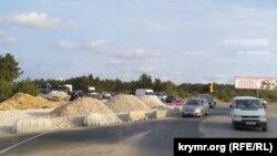 Работы по реконструкции Камышового шоссе продолжаются