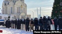 Силовики готовятся разгонять участников мирной акции