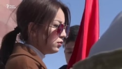 Супруга и дочь Текебаева приняли участие в митинге