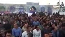کشاورزان اصفهانی در نماز جمعه، پشت به خطیب