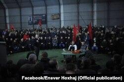 Qindra njerëz kanë marrë pjesë edhe në këtë organizim paraelektoral të organizuar nga PDK-ja në Burojë. Siç shihet në fotografi, nuk respektohen masat kundër COVID-19. 26.01.2021, Burojë, Skenderaj.