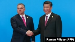 Hungarian Prime Minister Viktor Orban (left) meets with Chinese President Xi Jinping at a Belt and Road Initiative forum in 2019.