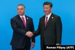 Премьер-министр Венгрии Виктор Орбан встречается с лидером Китая Си Цзиньпином на форуме инициативы «Один пояс – один путь» в 2019 году