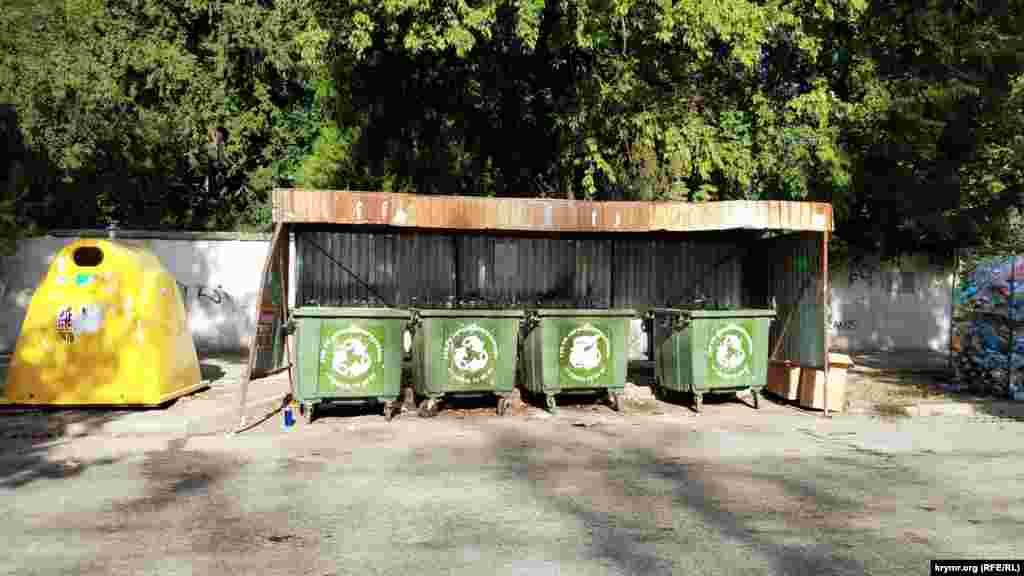 На вулиці ведеться роздільний збір сміття