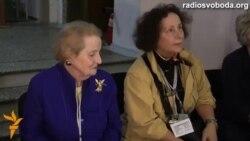 Мадлен Олбрайт і Ана де Паласіо спостерігали за виборчим процесом у Києві