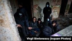 Solicitanți de azil descoperiți într-o clădire abandonată din Timișoara în urma unei acțiuni a Poliției de frontieră, duminică 31 ianuarie 2021.