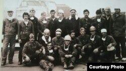 Чернобыль атом электр станциясындағы апат салдарын жоюға қатысқандардың бір тобы. Қарағандылық Мейрамбек Бәйкеновтің жеке архивіндегі фото.