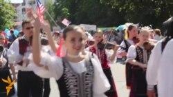Парад уБабруйску: Вайна, сяброўства йміжнародная творчасьць