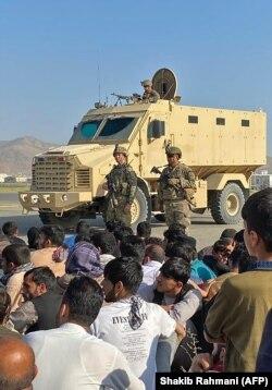 Аеропорт Кабула поки утримують під контролем американські військові. 16 серпня 2021 року