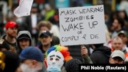 """""""Maszkhordó zombik ébredjetek vagy hódoljatok be és haljatok meg!"""" - Lezárás ellenes tüntés Manchesterben."""