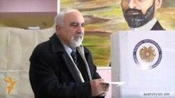 Հայրիկյանը Գողթում քվեարկեց մահափորձից տուժած աջ ձեռքով