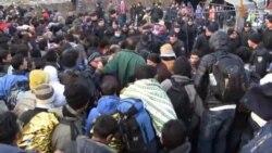 Višesatno čekanje i nervoza među izbjeglicama