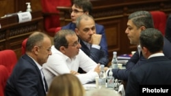 Armenia - Senor lawmakers from the opposition Hayastan and Pativ Unem alliances talk during a parliament session in Yerevan, August 24, 2021.