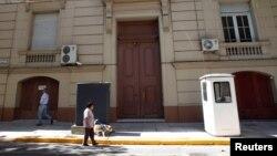 Здание посольской школы России в Буэнос-Айресе, где обнаружили 12 чемоданов с 400 кг наркотика. Фото: Reuters