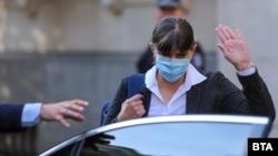 Лаура Кьовеши на излизане от Министерството на правосъдието