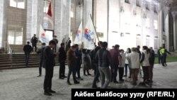 Представители партии «Социал-демократы» у здания ЦИК. 11 апреля 2021 г.