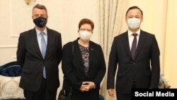 Посол Франции Франсуа Дэлаус, посол Германии Моника Иверсен и глава МИД КР Руслан Казакбаев.
