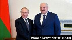 Александр Лукашенко, президенти Беларус бо Владимир Путин, президенти Русия