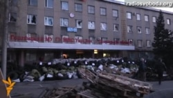 В Горлівці протестувальники звели три ряди барикад довкола будівлі міліції