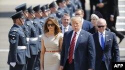 ریئس جمهور امریکا و همسرش از سوی حکومت بریتانیا به گرمی استقبال شدند