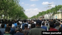 Farmers and citizens of Isfahan in a large demonstration protesting a lack of irrigation water on April 09, 2018.