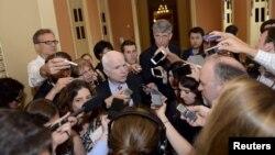 Россияга қарши жазо чораларини кучайтиришга қаратилган қонун лойиҳаси ташаббсучиларидан бири таниқли сенатор Жон Маккейндир.