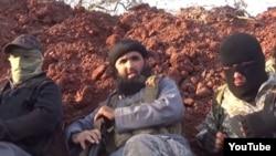 Лидер группировки узбекских боевиков «Таухид валь-Джихад» Абу Салах Узбеки (в центре).