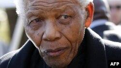 Нелсон Мандела апаретиддан сўнг Жанубий Африканинг илк қора танли президенти этиб сайланган эди.