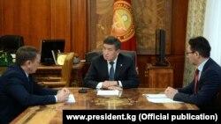 Президент Сооронбай Жээнбеков кеңешчиси Дастан Догоевди жана Маалыматтык технологиялар жана байланыш комитетинин төрагасы Бакыт Шаршембиевди кабыл алды.