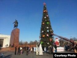 Елка в центре Бишкека.