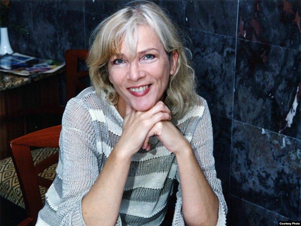 Русская женщина стесняется онлайн 16 фотография