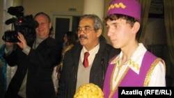 Истәлеккә татар егете белән сурәт