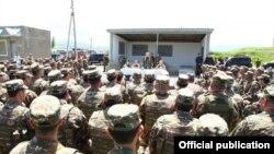 Լեռնային Ղարաբաղի նախագահ Բակո Սահակյանը այցելել է Պաշտպանության բանակի ուսումնավարժական կենտրոն, 17-ը մայիսի, 2016թ.